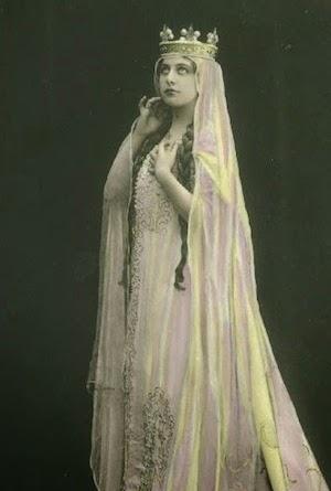 Geraldine Farrar as Elisabeth in Wagner's  Tannenhauser .