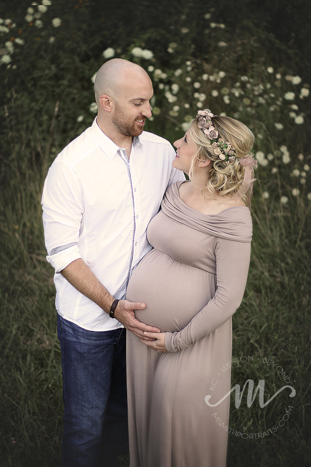 Husband and wife maternity photo