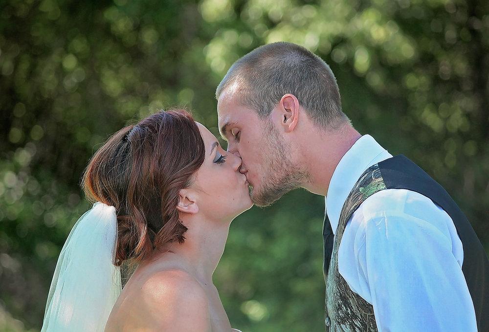 engagement-and-wedding-photography-kansas-city-weston-st-joe-mo.jpg