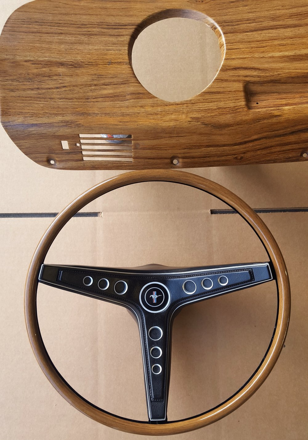 1969 Mustang rim blow steering wheel - TEAK