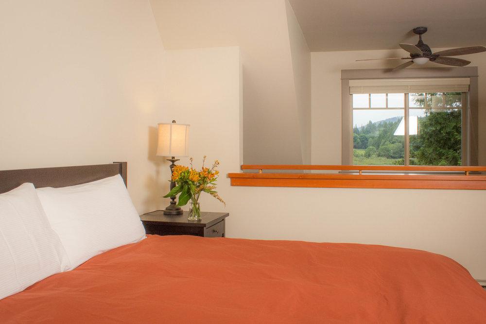 Furniture, bedding/linens