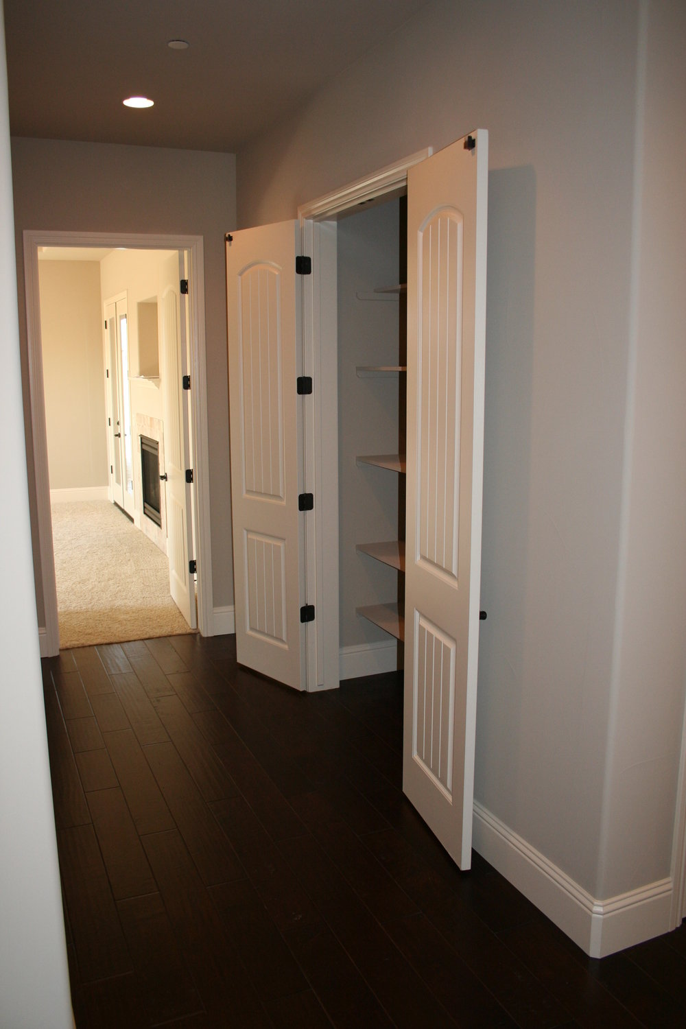 hall way, linen closet.JPG