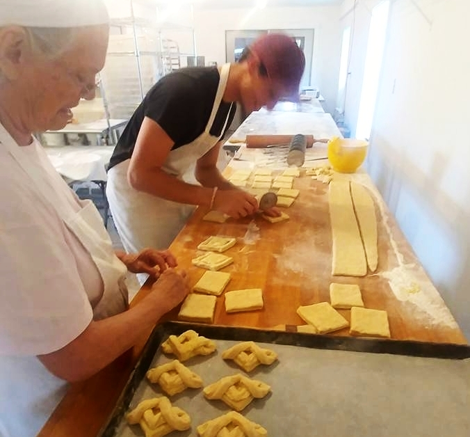 bakers at work964727812132_4400165070595726614_n.jpg
