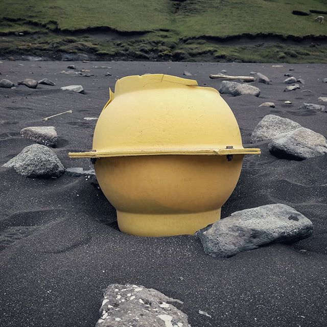 #Retiredlife 🏖️ . . . . #color #yellow #beach #black #faroeislands #saksun #blacksand  #lifeincolor #explore #fishingbouy #retired #colorhunter #findingcolor #inthegrey