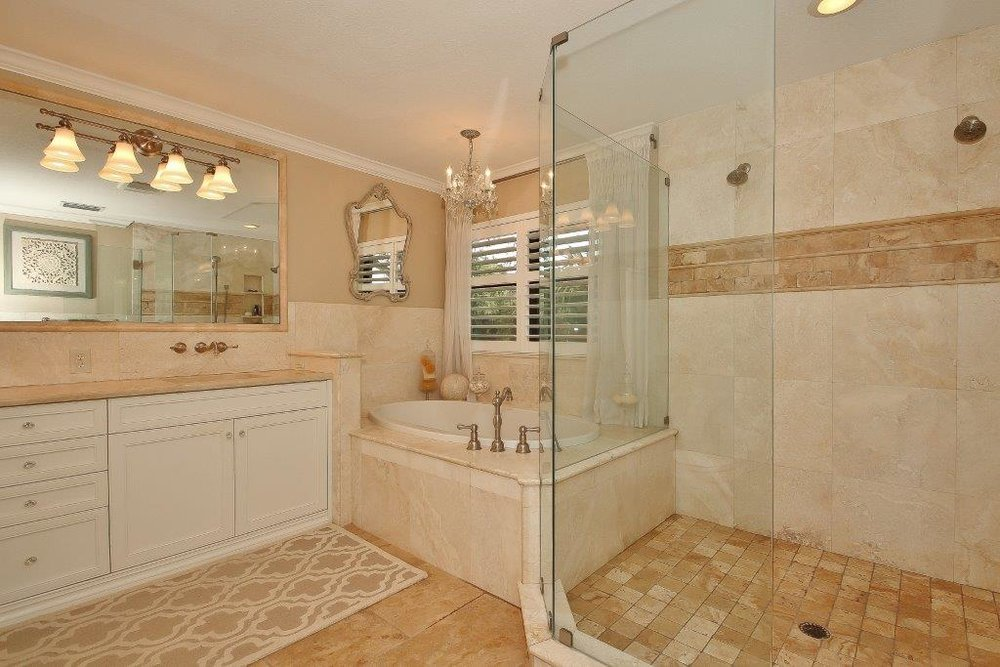 033_Master Bathroom.jpg