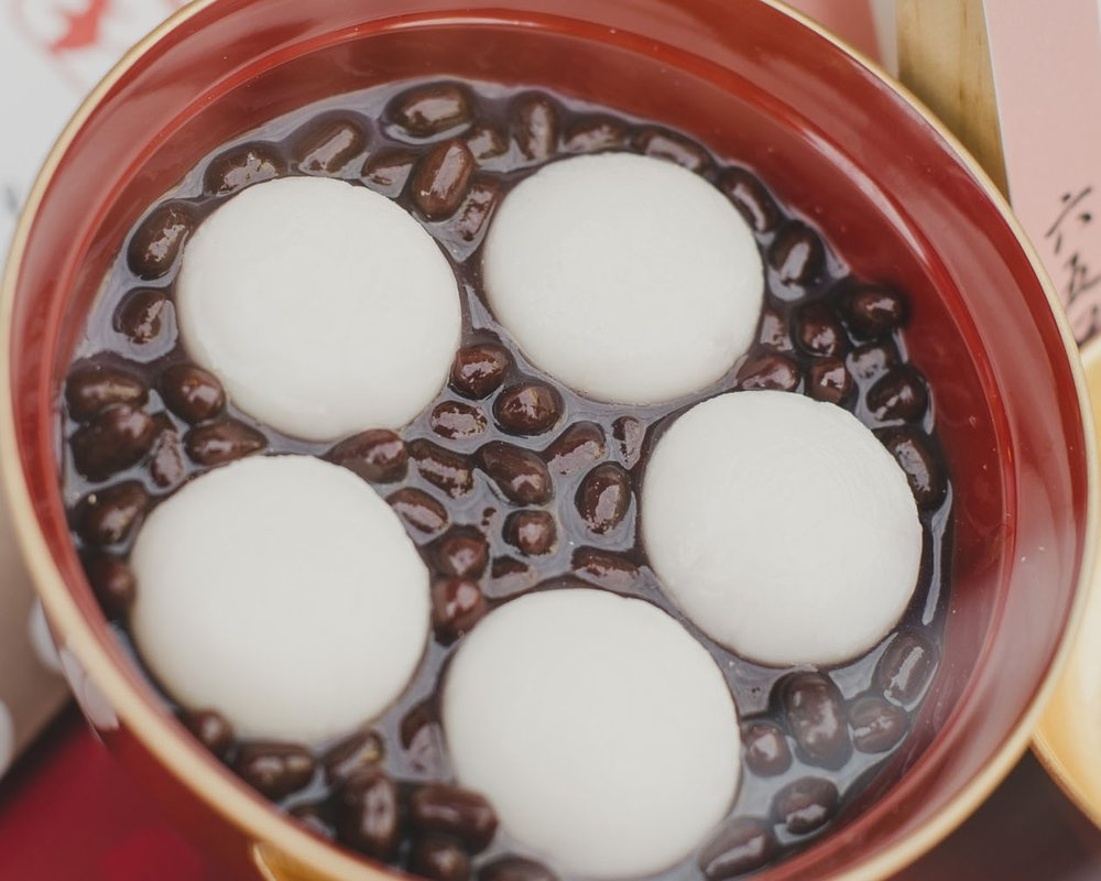 Mochi  are popular year-round. In autumn, dishes like  zenzai  are served warm.