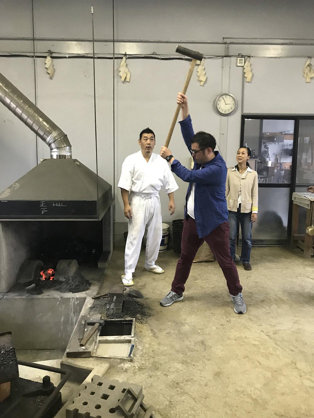 deeperjapan_tokyo_katana_shimojima_sword_customer_06.JPG