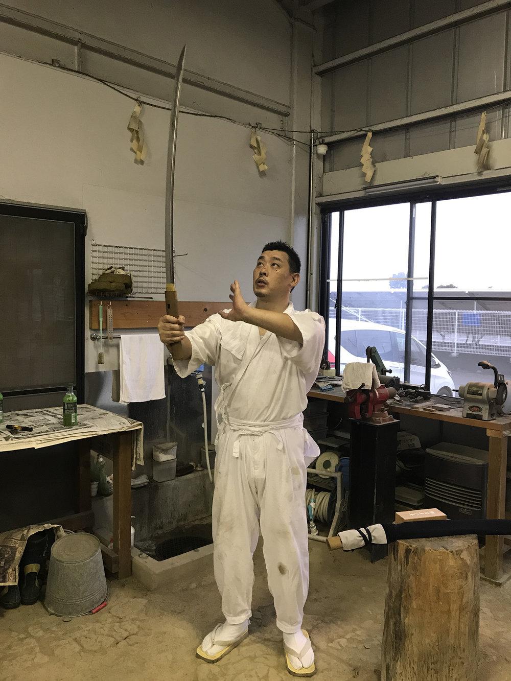 deeperjapan_tokyo_katana_shimojima_sword_customer_03.JPG