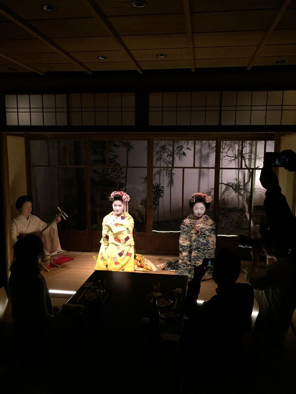 deeperjapan_kyoto_geisha_customer_02.jpeg
