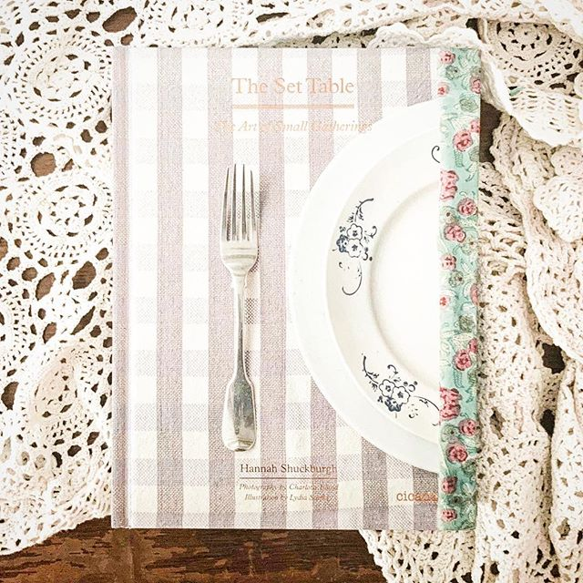 Book Review! ... I finished up this book right at the end of 2018 and really loved it! ... This book is all about setting he table and making your meals a little more special by putting in a little effort and love into dressing your table. I don't know about you but I know that I'm guilty of my table being some what cluttered with mail, dishes and other miscellaneous items at times. When a mealtime rolls around you can bet that I will just push those things to the side and eat around the extra stuff. ... This book has me all inspired to start making meal times a more special tradition. It has also made me a little bit excited about the idea of hospitality in my home and make it fun rather than a dreaded nightmare. Guys, I hate having people over to my house. Unless it's just family, it stresses me out. I put too much pressure on myself. But this book made me feel a little more excited about serving food that feels special without a lot of expense or fanciness. ... This book is a super quick and easy read filled with lots of beautiful photography and art. I read it in just one afternoon! Totally worth the read especially if you're looking to reinspire yourself with making mealtimes special or hospitality. ⭐️⭐️⭐️⭐️⭐️