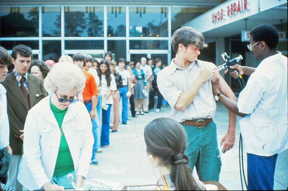 1976-Swine-Flu-vaccination--Archive-(deleted-4db49221-9bd203-2aa745c4).jpg