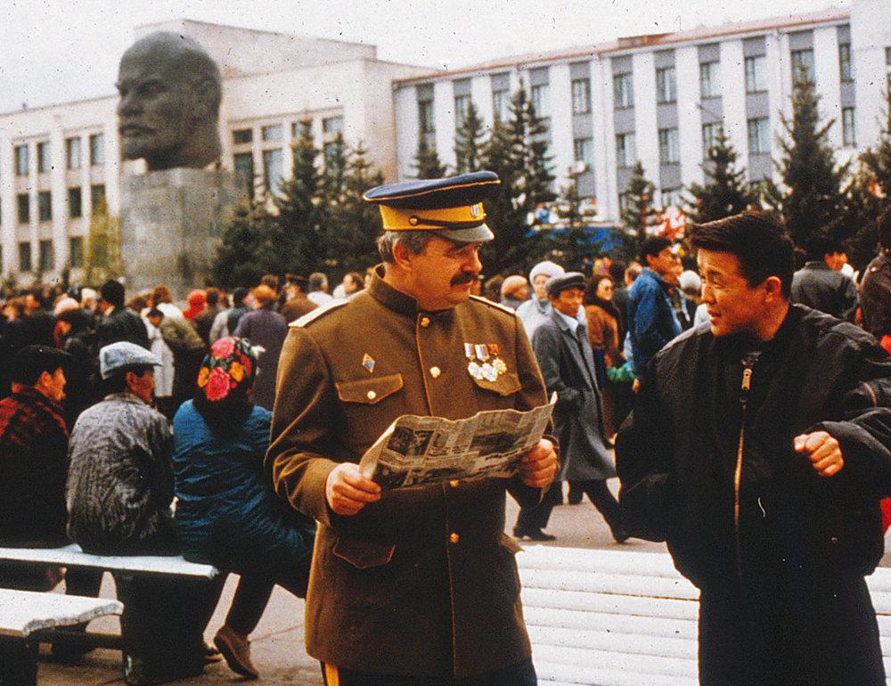 MayDay-in-Ulan-Ude-w-Stalin-lokalike-1997--Florescu-(deleted-4db43f9a-530e06-8bdaec53).jpg