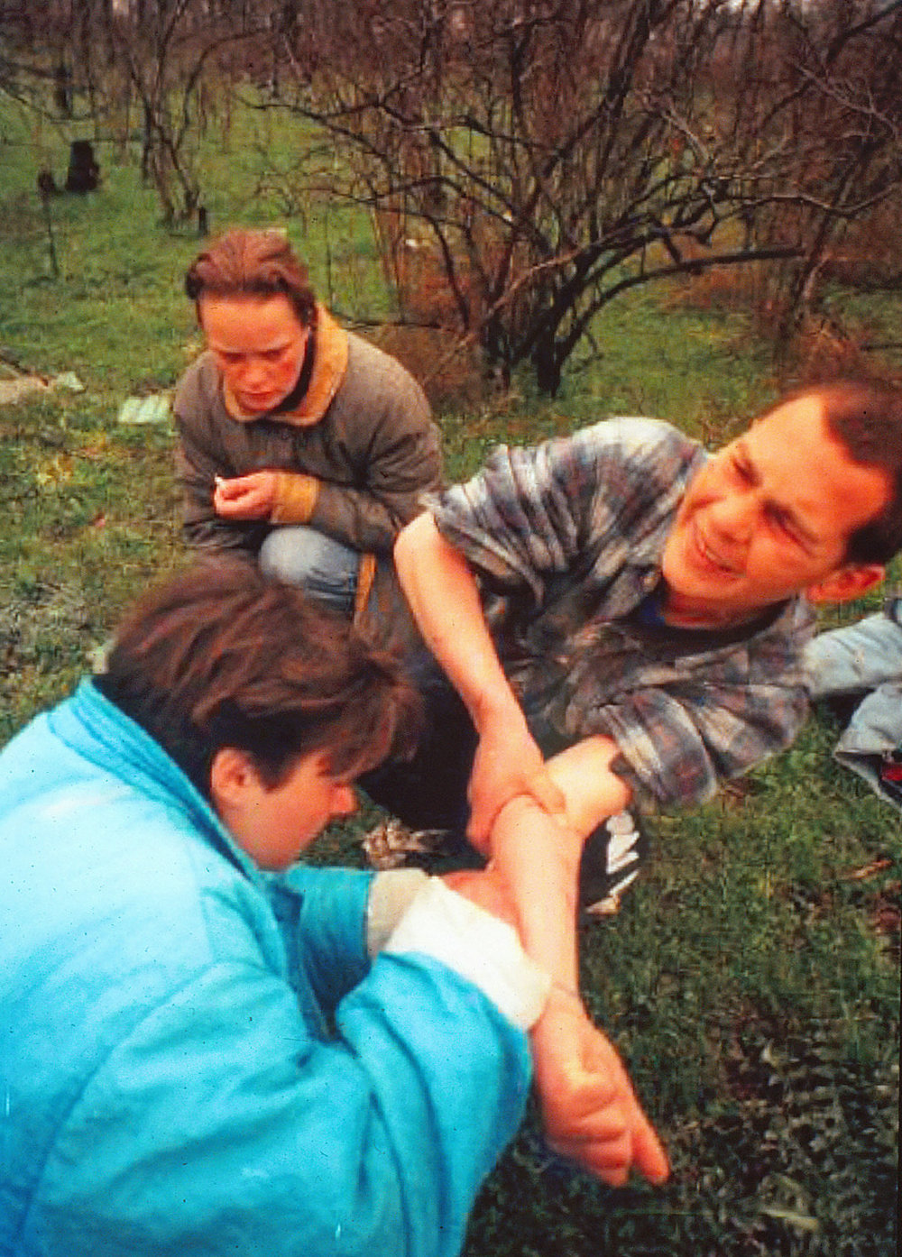 Teens-injecting-in-Odessa-Park-1997--Florescu-(deleted-4db43ed3-8cbefd-4e1f5d15).jpg