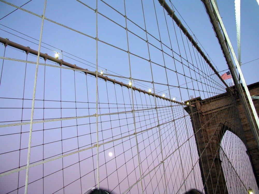 Moon over Brooklyn Bridge (deleted 4d3b6e4a-10fd5c-868e6559).jpg