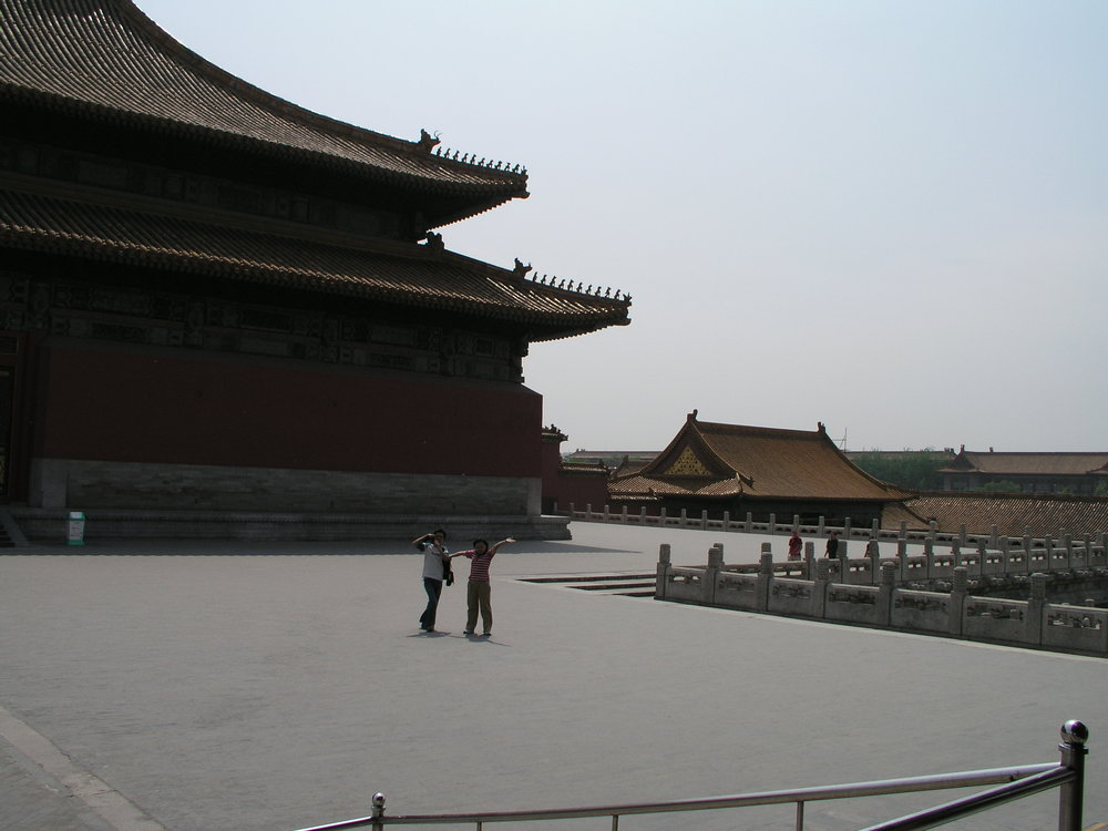 Nearly empty Forbidden City amid SARS.3.JPG