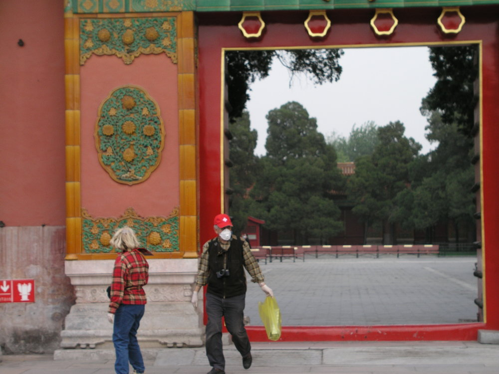 Nearly empty Forbidden City amid SARS.8.JPG