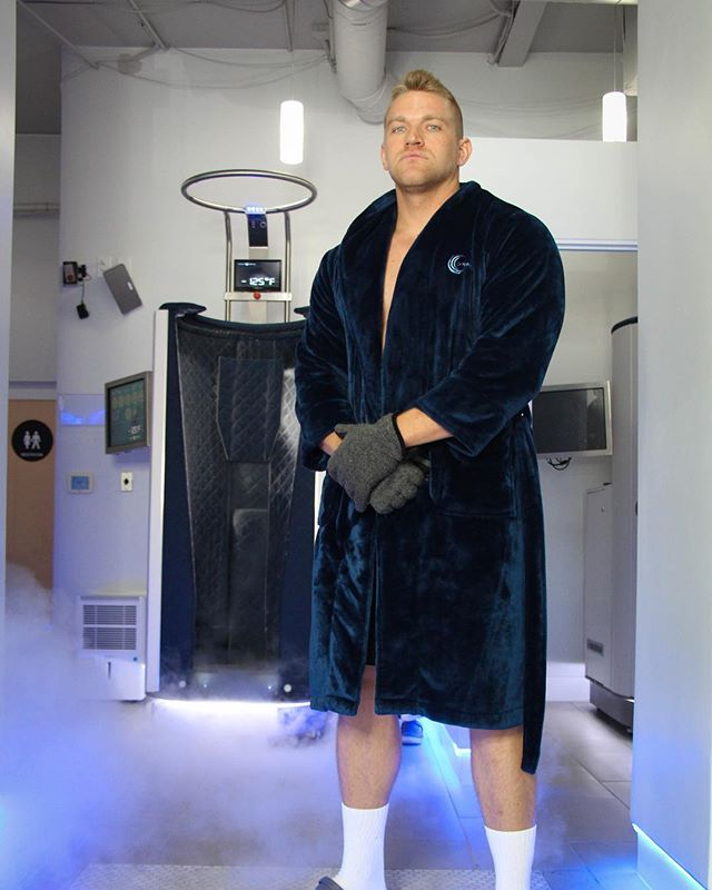 The cold has never looked cooler ❄️ CALLING ALL ATHLETES ❄️ Come on in to CryoActive for true relief from soreness. Whole Body Cryotherapy uses sub zero temperatures to create a natural anti-inflammatory response throughout the body. Skip the ice bath and come experience the advanced recovery services that CryoActive will provide.  #cryoactive #sportsrecovery