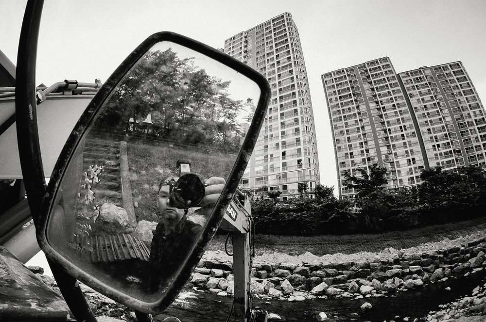 Self-Portrait in Earth-Mover Mirror, Jangyu, 2012