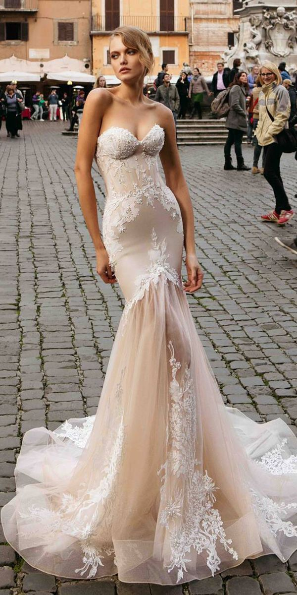 Ariamo - European Designer- ARIAMO Bridal based in Prague, is a dream of any modern, sophisticated bride.Due to fresh silhouettes, fabrics and modern lace textures ARIAMO Collection turned out to be very romantic and glamorous.