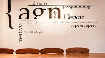 """""""Daan schrijft sterke, overtuigende teksten. Op en top vakman en prettig in de omgang."""" - -AGN Business Internet"""