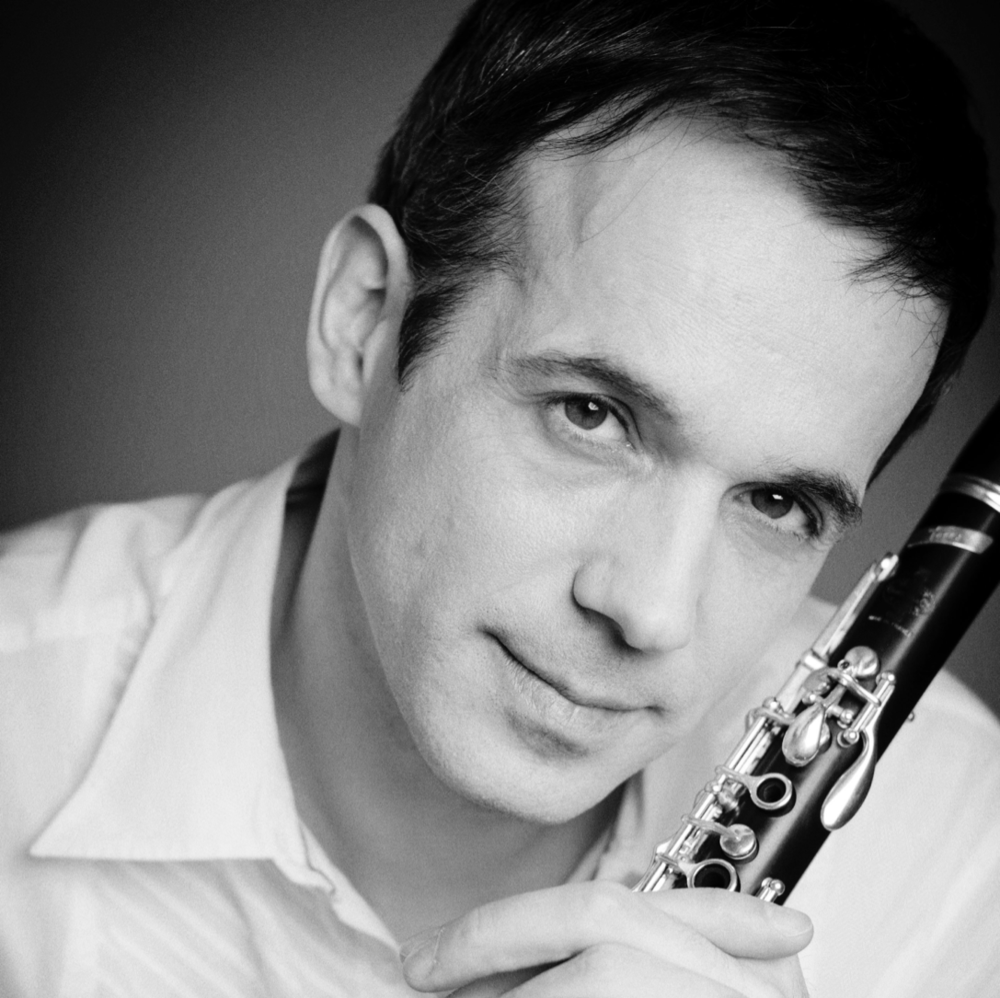 BIOGRAPHY - Whilst a student at the Conservatoire National Supérieur de Musique in Paris, Romain Guyot was selected by Claudio Abbado to join the European Union Youth Orchestra, and spent three years as Principle Clarinet. In 1996 he won the prestigious 'Young Concert Artists International Auditions' in New York, which propelled his career forward with subsequent appearances around Europe, the United States of America, South America, Japan and Korea. Romain Guyot is the current Principal Clarinet of the Chamber Orchestra of Europe, with whom he recorded a Mozart CD featuring both the clarinet concerto and quintet in 2012.Full biographies are available in: EN