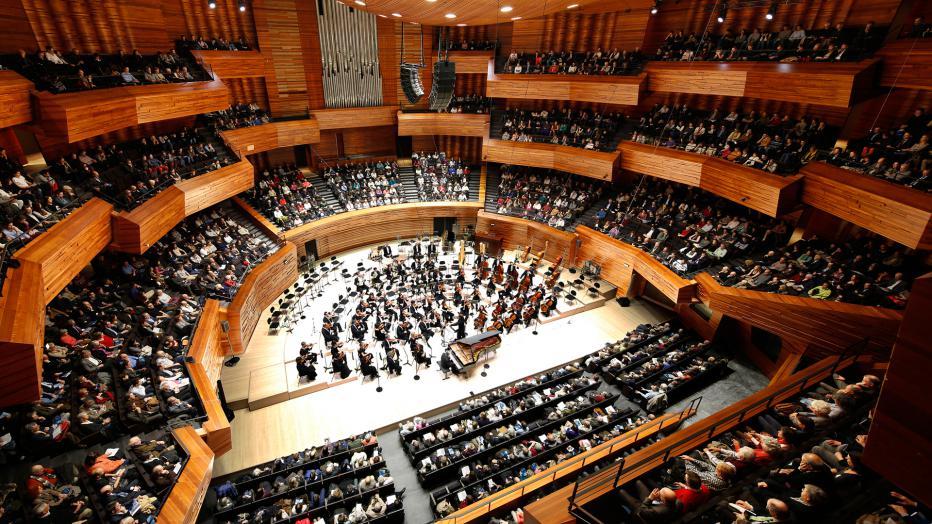 Marzena Diakun's c  oncert with Orchestre Philharmonique de Radio France is now available on  :   https://www.francemusique.fr/concert/maison-de-la-radio-auditorium-trotignon-aho-dvorak-grubinger-op-de-rf-diakun