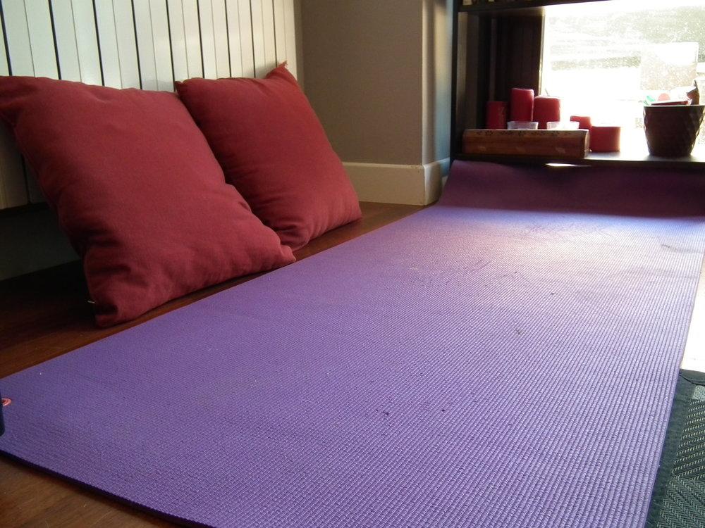 mindfulness-meditiation-corner-yoga-mat-practice-formal-zen