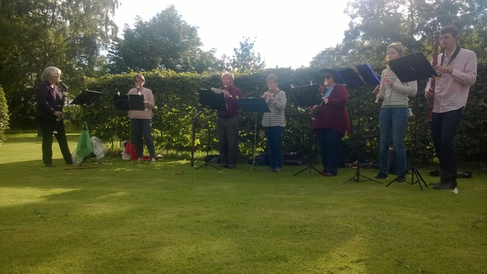 Elizabethan Music ensemble supporting the Handlebards performance at Felton Park.