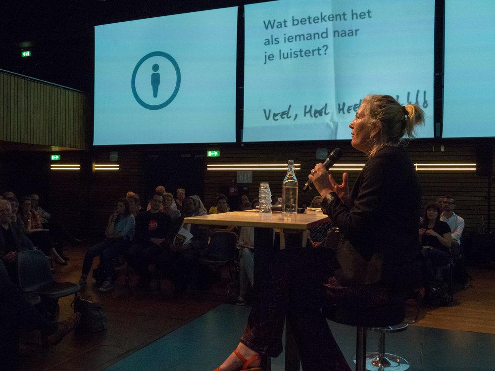 Marijke Andeweg tijdens één van de Aanpak Eenzaamheid bijeenkomsten in Pakhuis de Zwijger