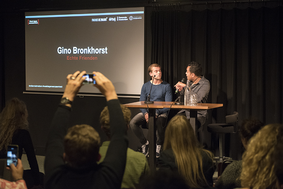 Gino Bronkhorst: 'Als je op social media ziet dat je vrienden iets leuks aan het doen zijn, geeft je dat vaak een slecht gevoel'