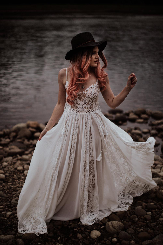 lovelybonesstudio_elopement-7.jpg