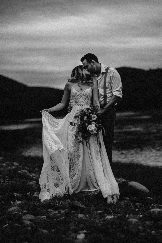 lovelybonesstudio_bridalphotography-17.jpg