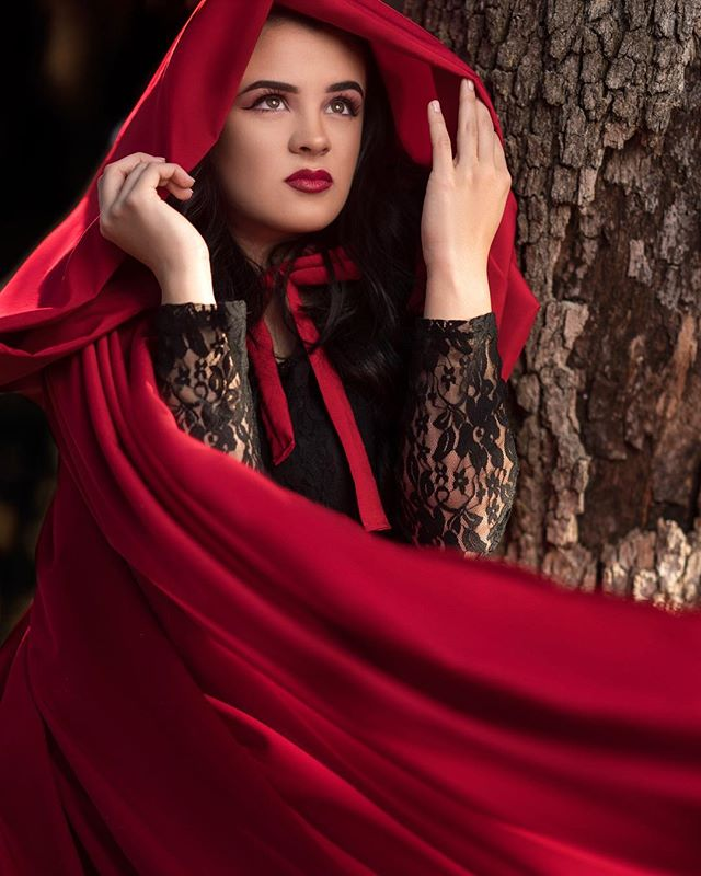 Quick shot from Red riding hood shoot #redridinghood #bigbadwolf #wolf #westcottlighting #lighting #sony #bealpha #alpha #sonyalpha #portraitmode #portraitgames #edmgirls #edm