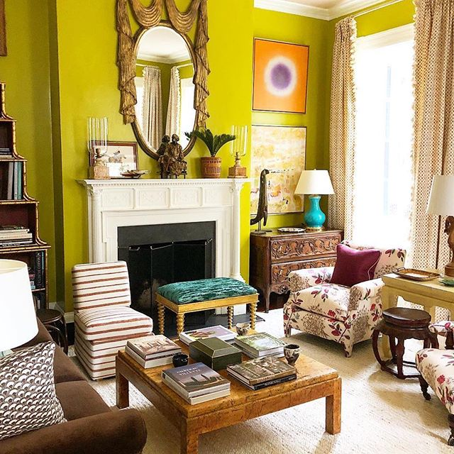 A lotta love for this room with our Sister Parish on the windows and a vintage coffee table.... and even more love for the marvelous @matthewcarterinteriors ❣️some serious #southernstylenow