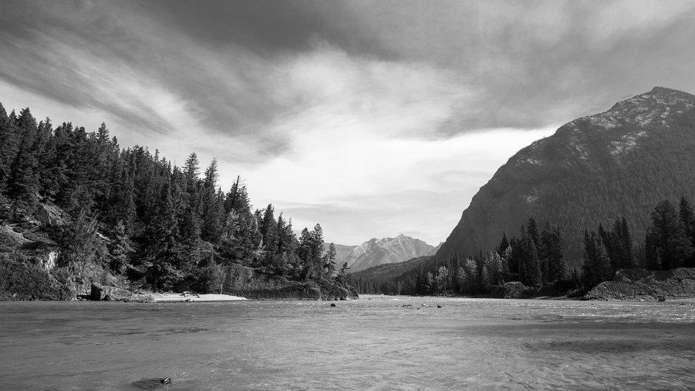 Banff Bow River BW1.jpg