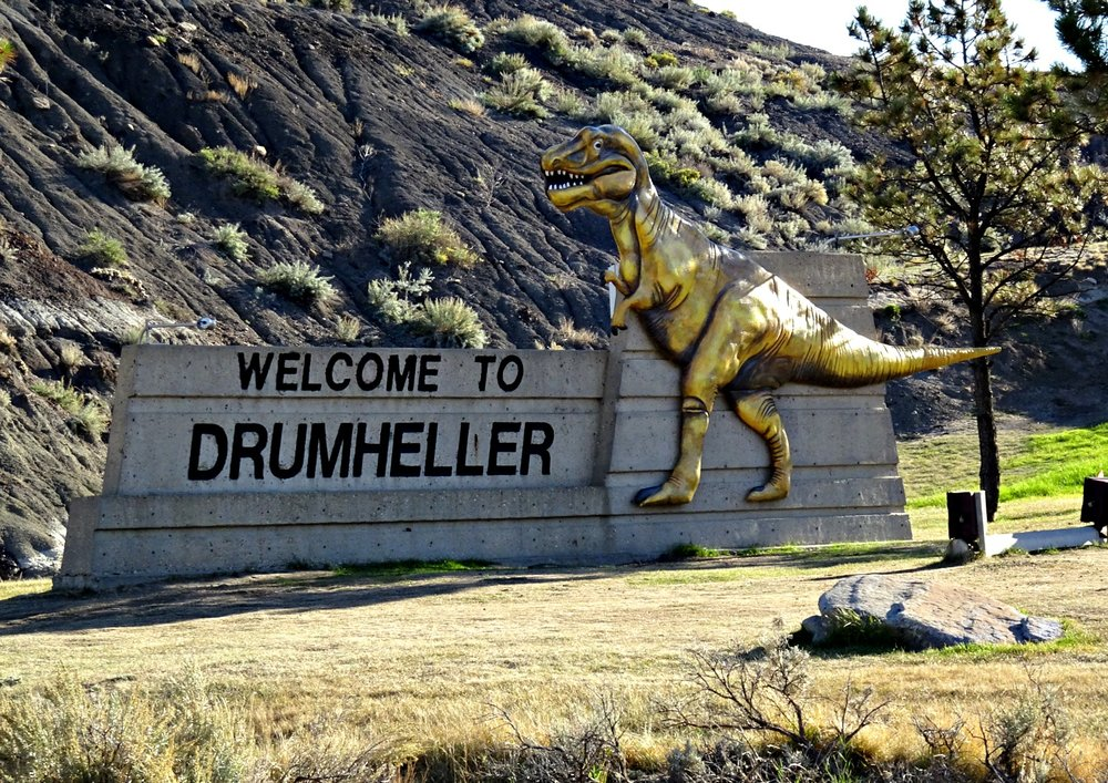 We started our visit to Drumheller with the obligatory photo of the welcome sign, complete with dinosaur of course.