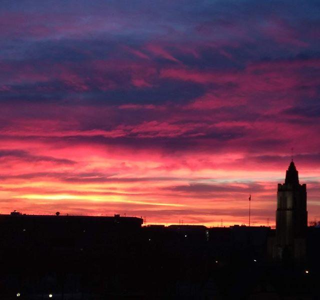 Calgary sunrise. #calgary #calgaryalberta #calgarysunrise #sunrise #skies #calgaryskyline #calgarysunrises