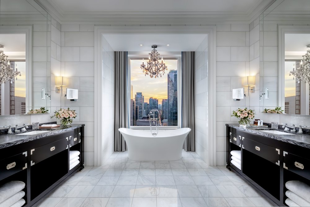 YYZXR_Suite_Bathroom.jpg