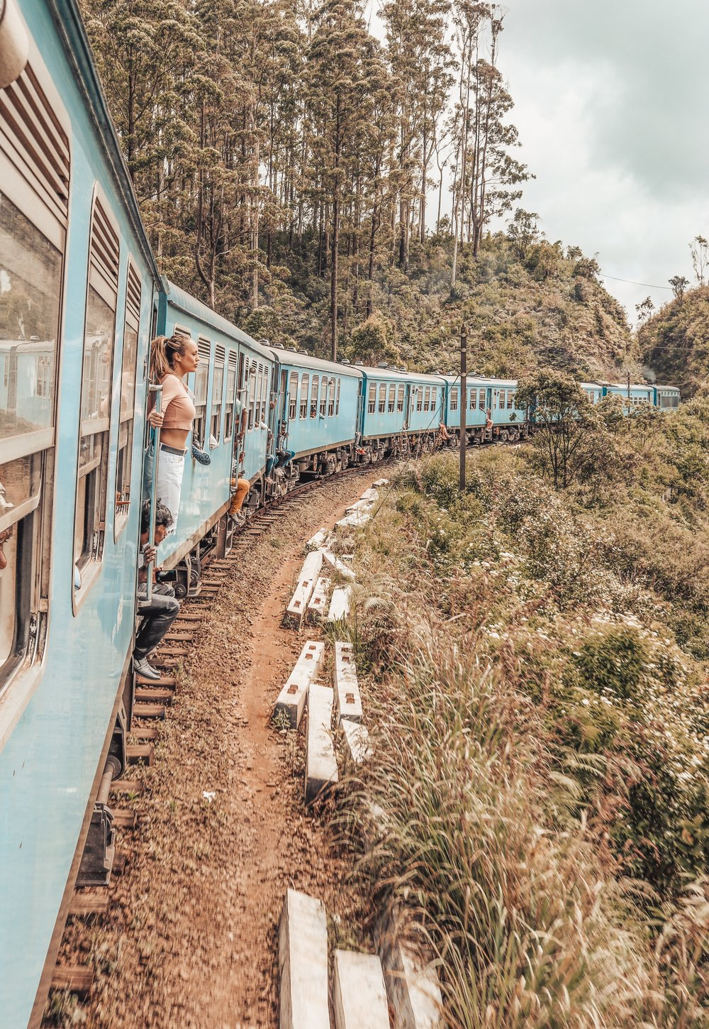 sri-lanka-train.jpg