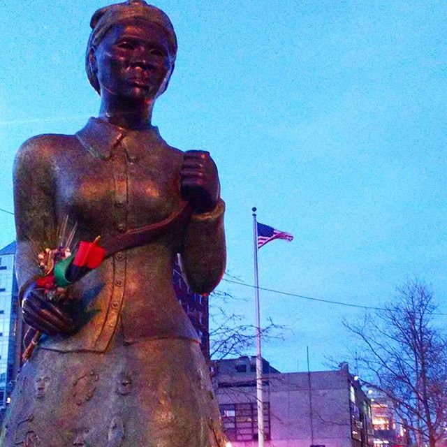 The Harriet Tubman Statue just below west 125th street and Fredrick Douglass . . . #blackpeople #black #harriettubman #africanamerican #Africans #africansquare #harlem #manhattan #fredrickdouglasblvd #blackliberation #blackamerica #slavery #freedom #undergroundrailroad #injustice #free #emancipationproclamation #blackwomen #blackmen #letfreedomring