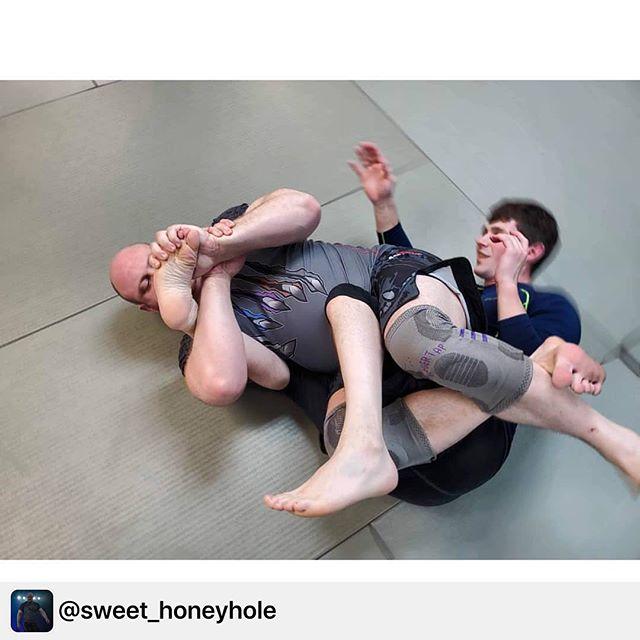 @sweet_honeyhole taking home feet while keeping his knees secure. . . . Repost @sweet_honeyhole:  Hide your feet! . . . #brazilianjiujitsu #bjj #jiujitsu #grappling #nogi #wrestling #monstrosbrand #sjbjj #f2wpro #f2w #ibjjf #leglocks #leglocker . . #bjjfamily #bjjnogi #bjjdrills #drillbjj #bjj #jiujitsubrasil #jiujitsulife #jiujitsu #jiujitsumemes #jiujitsuforeveryone #jiujitsugirls #jiujitsu_style_life