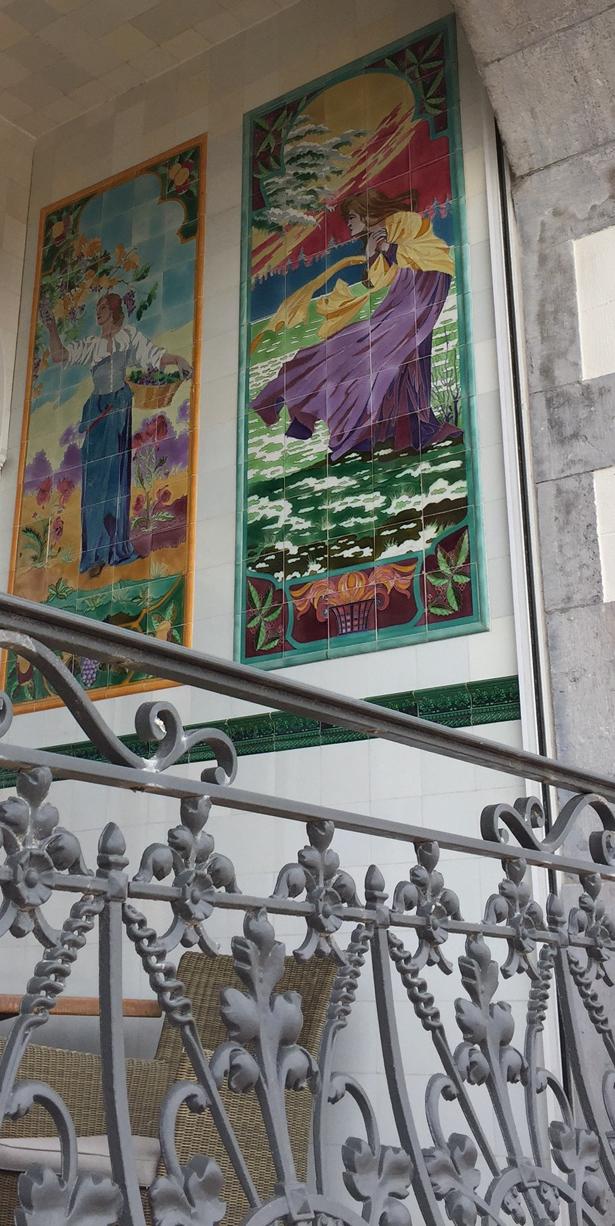 8b) Art Nouveau tiles Oostende.jpg