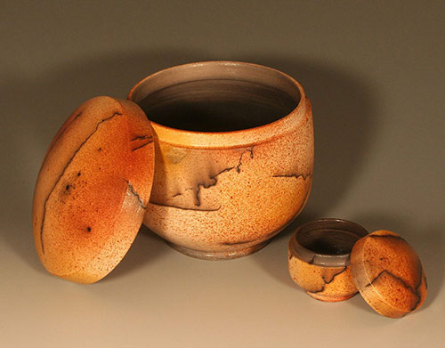 """2014 October: Honorable Mention for the """"Duo Ferric Horsehair Boxes"""" in the MINO Ceramics International Competition."""