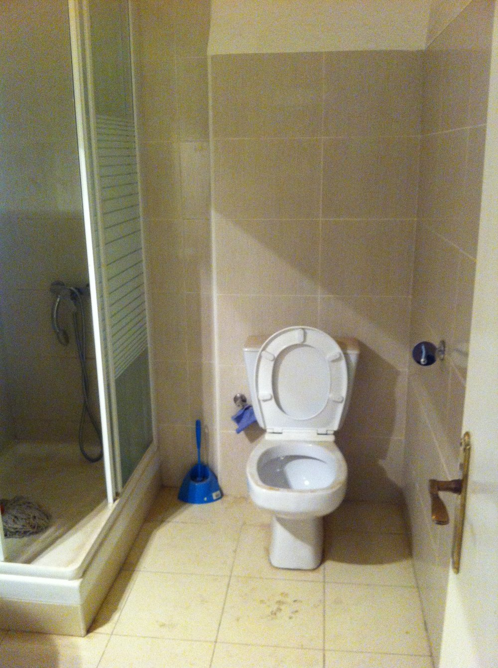 Staged4more Staged Home Tour A Young and Fresh Rental Apartment in Spain Before Bathroom.JPG