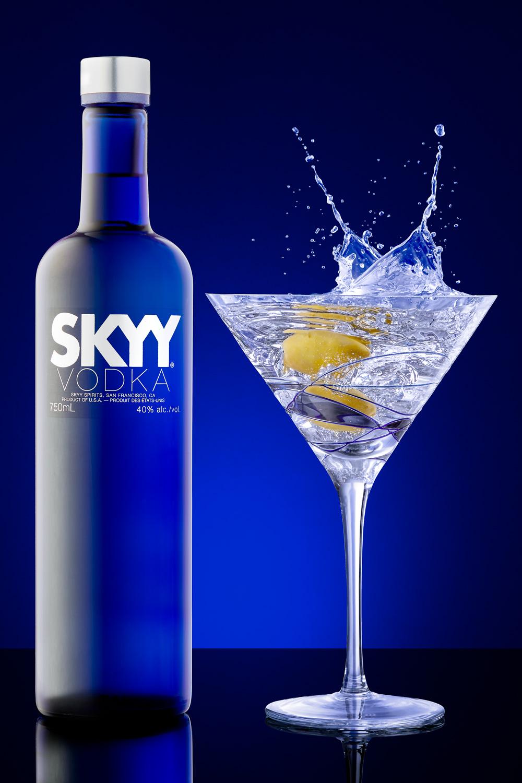 2-studio-splash-photography-professional-product-photographer-alcohol-liquor-drink-martini-advertising-splash-blue-studio-light-commercial-sales-marketing-table-top-bar-restaurant-ad-vodka-daniel-buehler-toronto-danbcreative.jpg