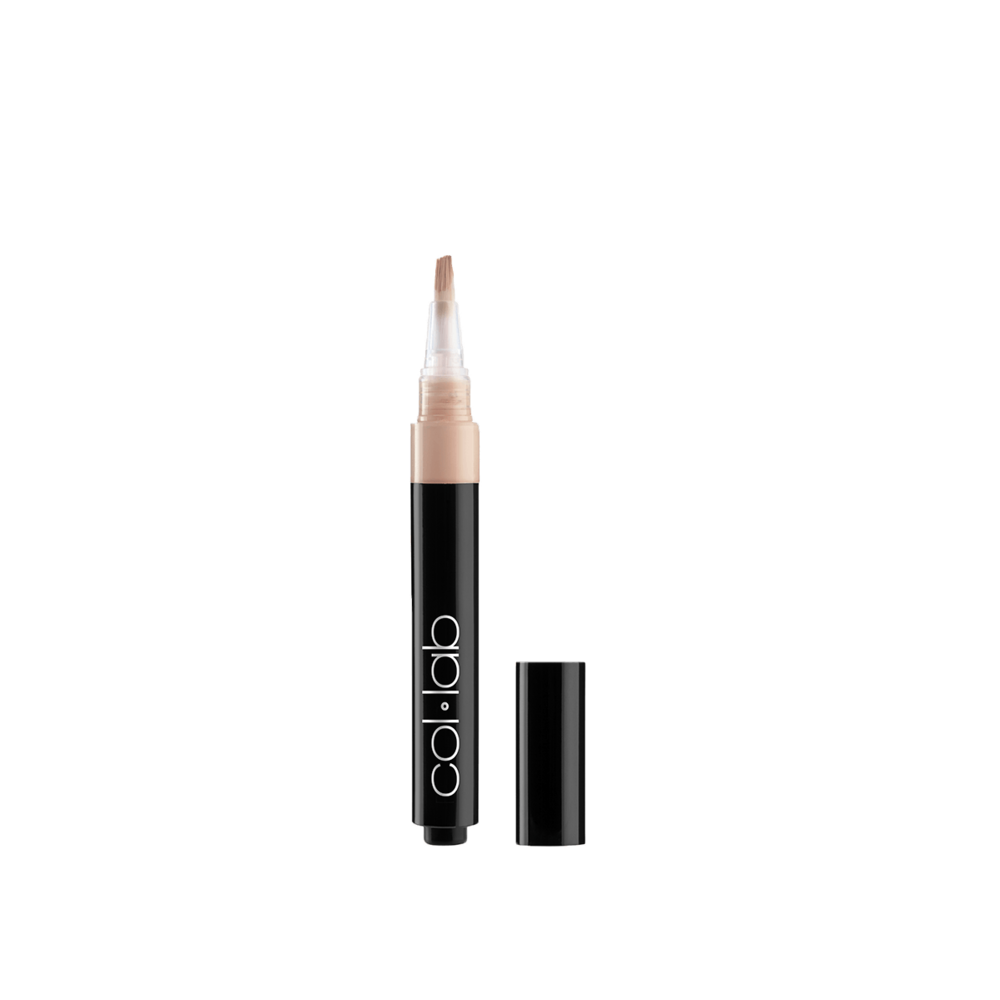 collab-no-flaws-highlighting-stylo-golden-open.png