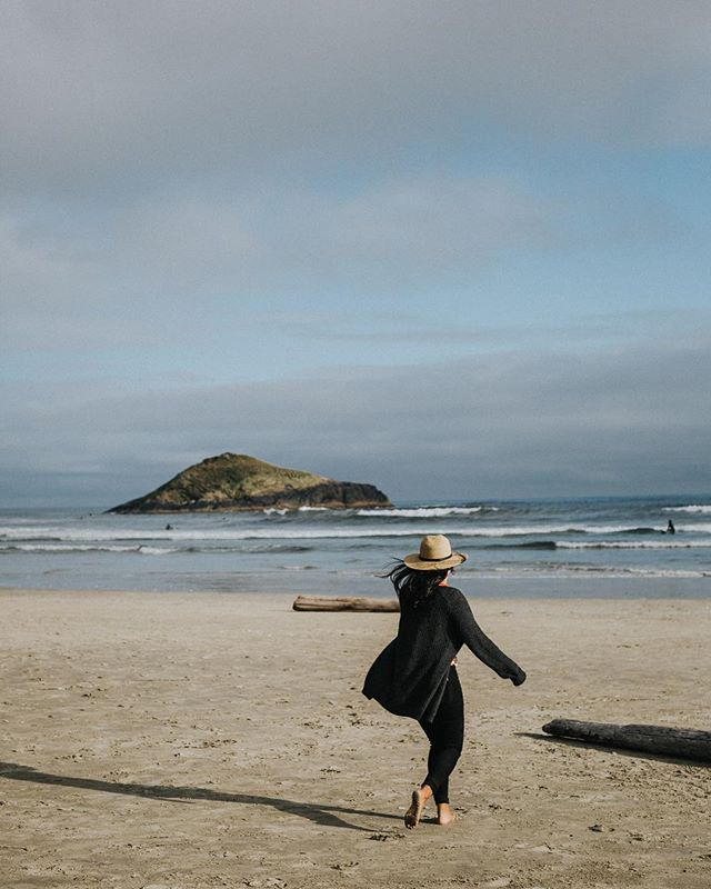 Weekend vibes Tofino style 〰️ I can't wait to sneak away there for a few days next week to relax, rejuvenate and celebrate my Bestie @belle_and_bee #tofino #tofinotravel #yourtofino #tofinobc #tofinobound #tofinoweddingphotographer #pnwonderland #westcoast #intimateweddingphotographer #hellobc #beautifulbc #nomad #keepitwild #followyourbliss #explorebc #explorecanada #livetrue #stayandwander