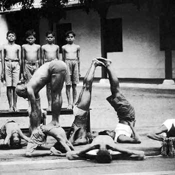 Krishnamacharya with some of his students at the Mysore Palace - he is believed to be standing on a young K. Pattabhi Jois