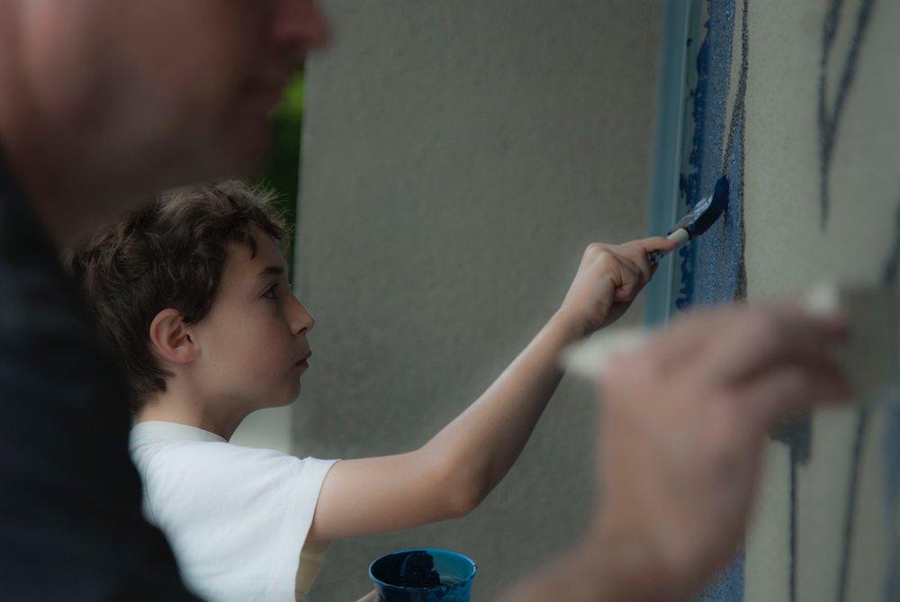 Kids painting the shark mural 4