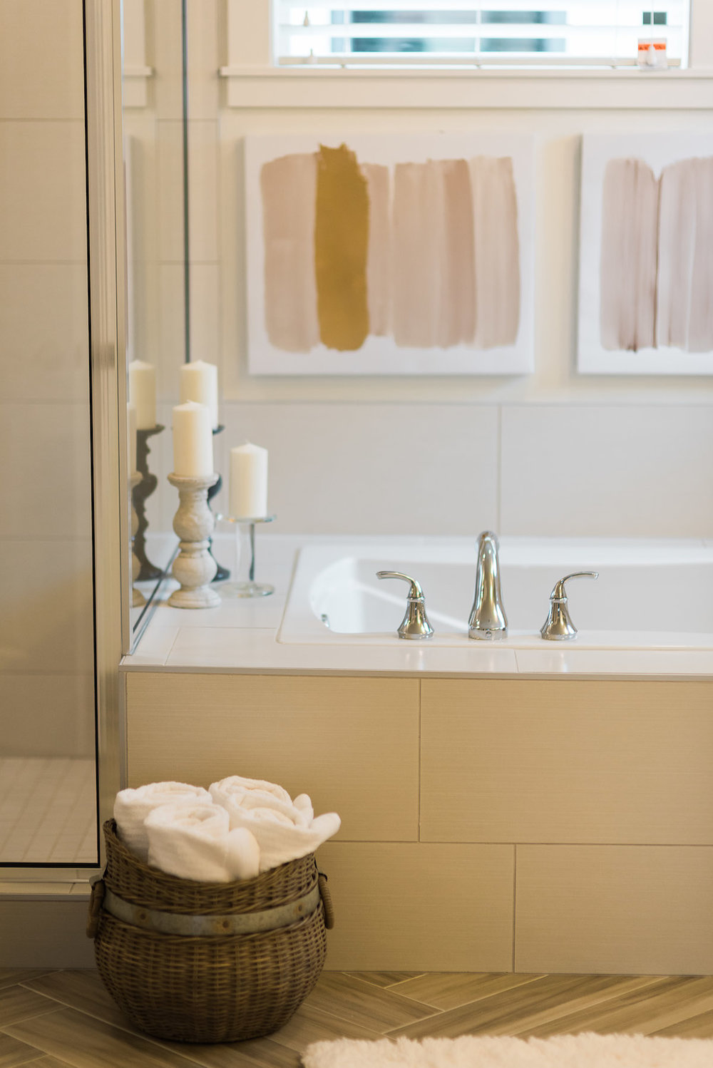 Bathroom design ideas using white tile, vintage candles and beige colors for inspiration.